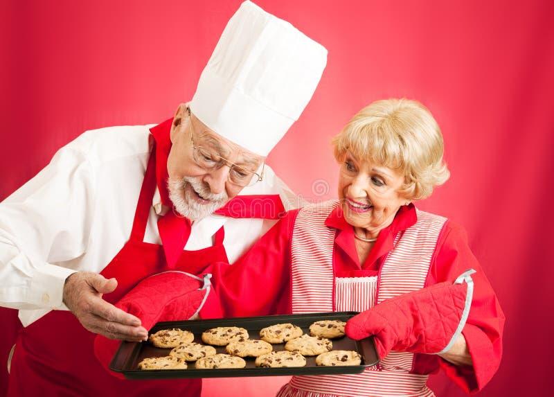 Шеф-повар и домохозяйка - домашние испеченные печенья стоковая фотография rf