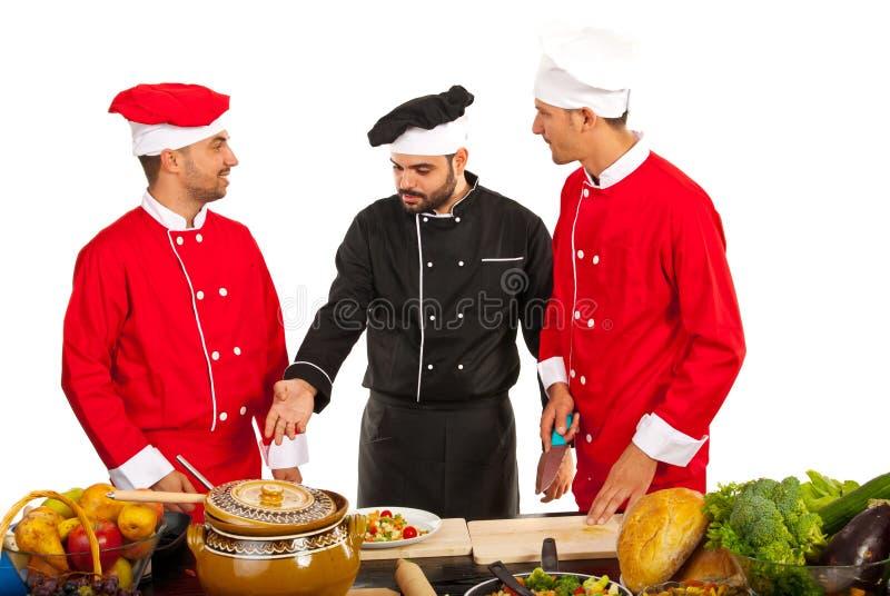 Шеф-повар учителя с шеф-поварами студентов стоковое изображение rf