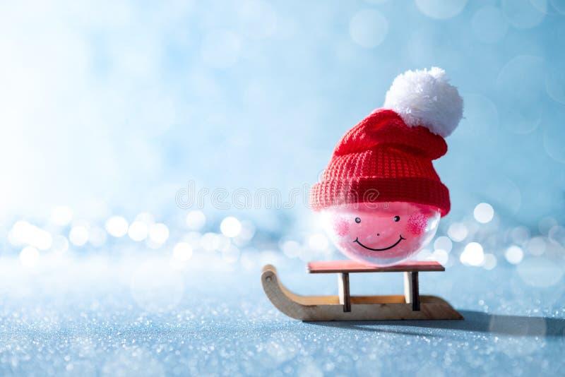 Шикарная безделушка рождества снеговика на санях Santas Миниатюрная страна чудес зимы рождества Поздравительная открытка Xmas стоковые изображения rf