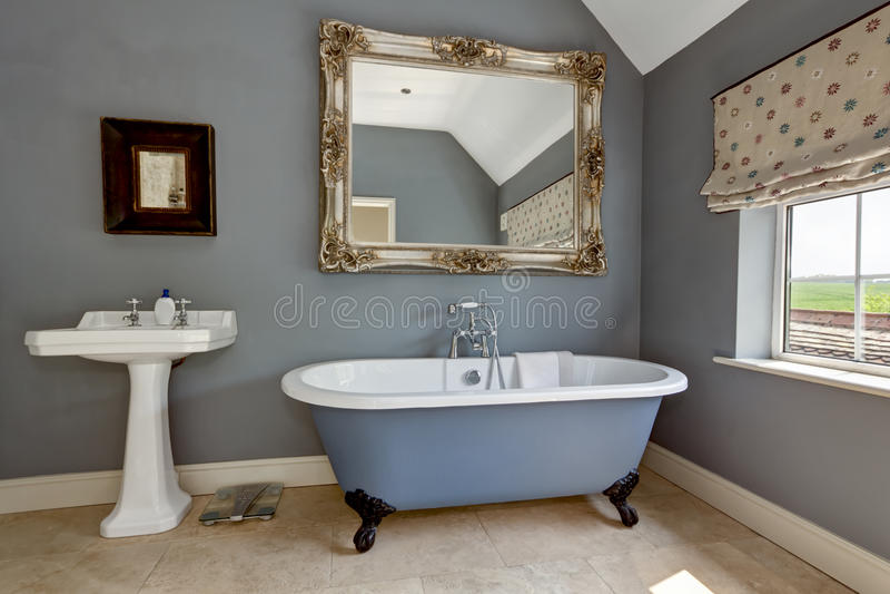 Шикарная ванная комната стоковое фото rf