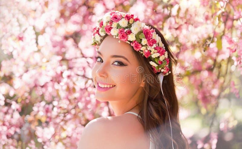 Шикарная женщина состава весны стоковые изображения rf