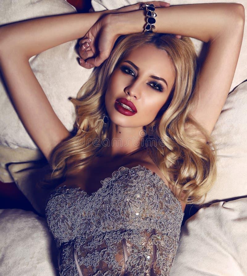 Роскошная женщина онлайн