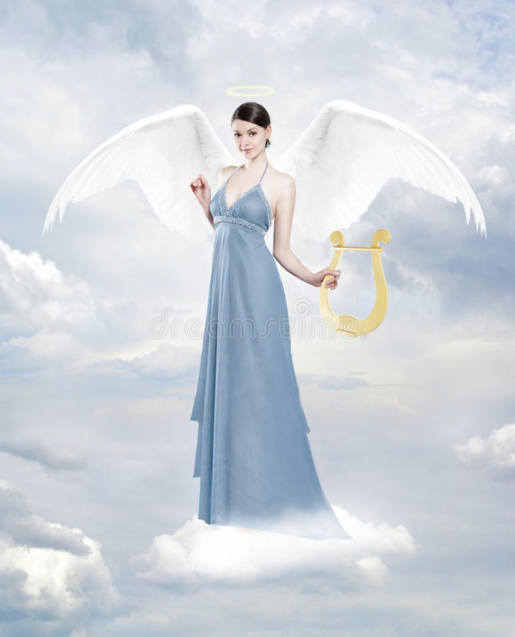 Ангел с лирой на облаке стоковые фото
