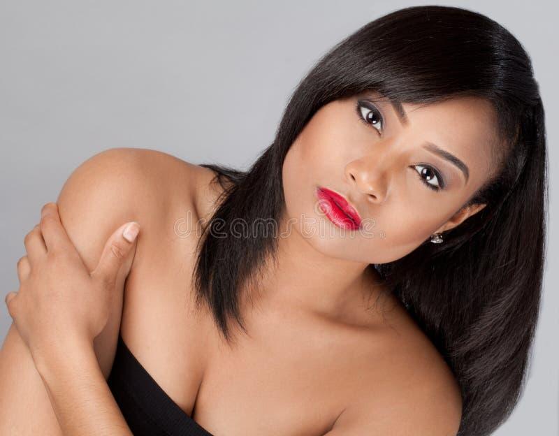Шикарная молодая Multiracial женщина стоковая фотография rf