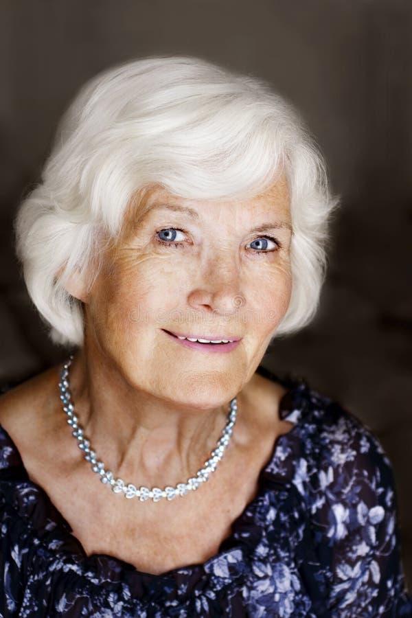 шикарная старшая женщина стоковые фото