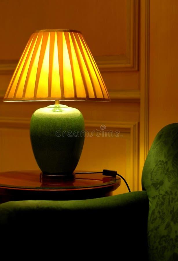 шикарная таблица софы светильника стоковые изображения rf