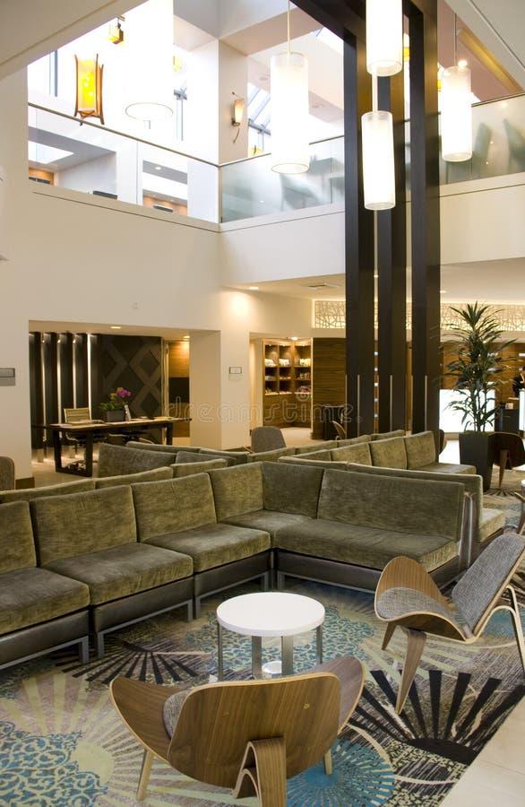 Шикарное лобби гостиницы стоковые фото