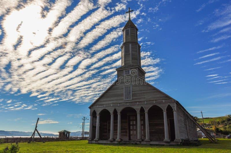 Шикарные покрашенные и деревянные церков, остров Chiloé, Чили стоковые фото