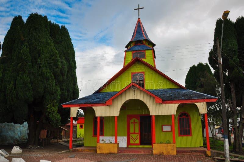 Шикарные покрашенные и деревянные церков, остров Chiloe, Чили стоковое фото rf