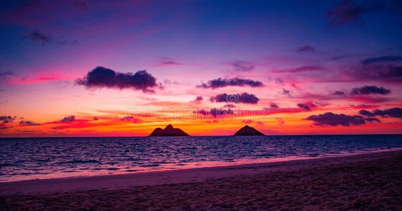 Шикарный восход солнца пляжа Lanikai стоковые изображения rf