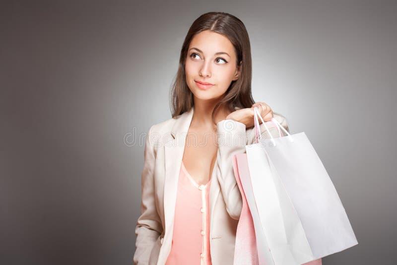 Шикарный модный молодой покупатель. стоковое изображение rf