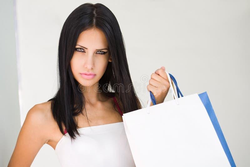 Шикарный молодой покупатель брюнет. стоковые изображения