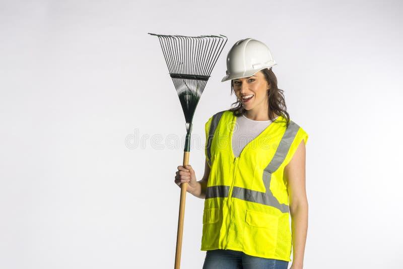 Шикарный рабочий-строитель брюнета представляя против белой предпосылки стоковое изображение rf