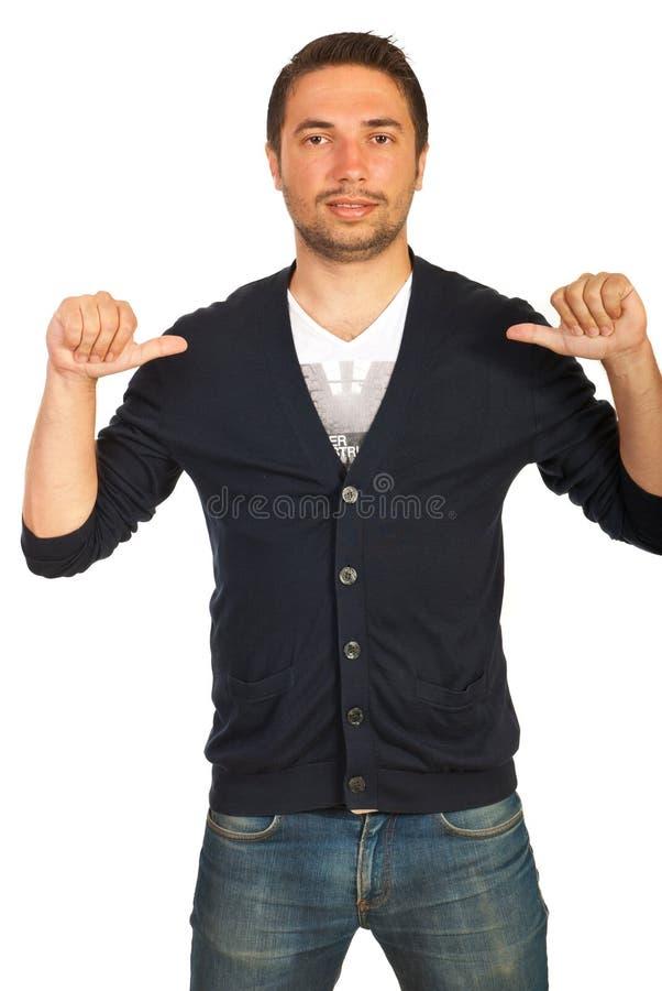 Шикарный человек показывая к ему стоковые изображения rf