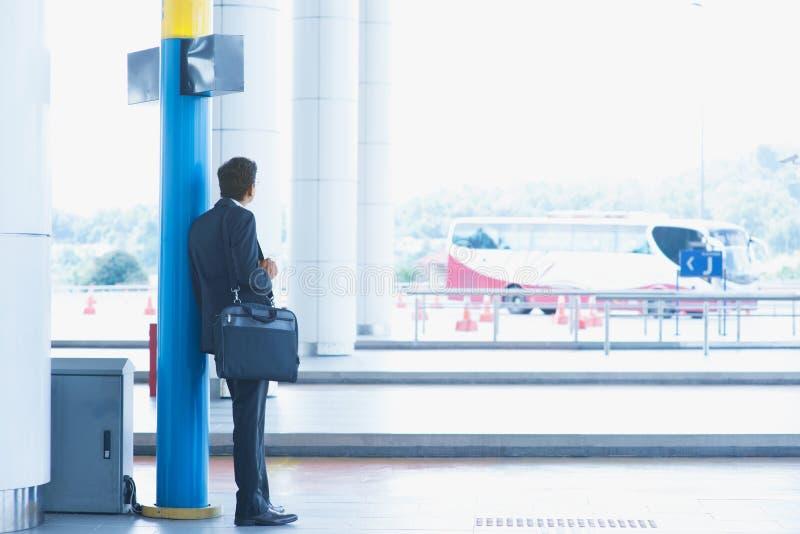 Шина индийского бизнесмена ждать стоковое фото