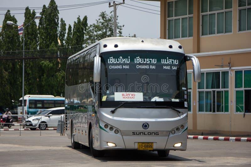 Шина Sunlong Greenbus Компании Трасса между Chiangmai и мамами стоковые изображения rf