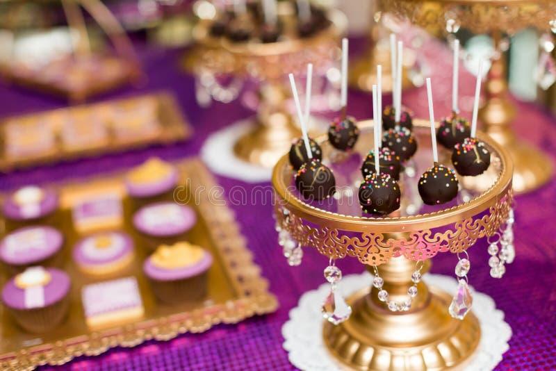 Шипучки и пирожные торта стоковое изображение