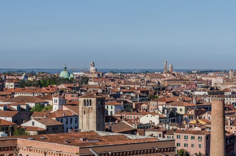 широкий взгляд в городе Венеции стоковое изображение rf