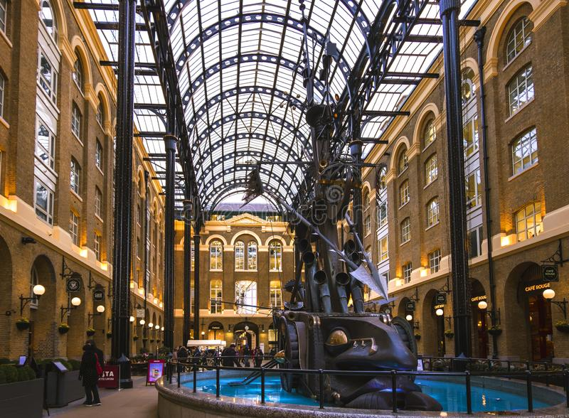 Широкий взгляд Galleria сена в Лондоне, рознице и галерее офиса стоковое изображение