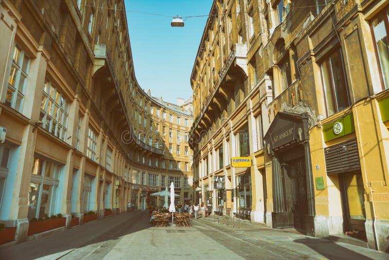 Широкоформатный взгляд с улицы Anker, Будапешта, Венгрии стоковые фото