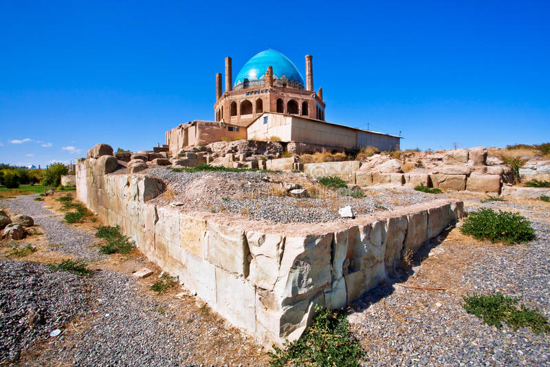 Широкоформатный взгляд известной монгольской усыпальницы в Иране - куполе мавзолея Soltaniyeh стоковая фотография rf