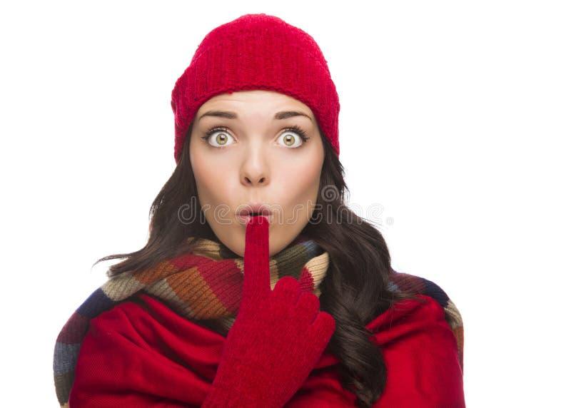Широко наблюданные шляпа и перчатки зимы женщины смешанной гонки нося стоковое фото rf
