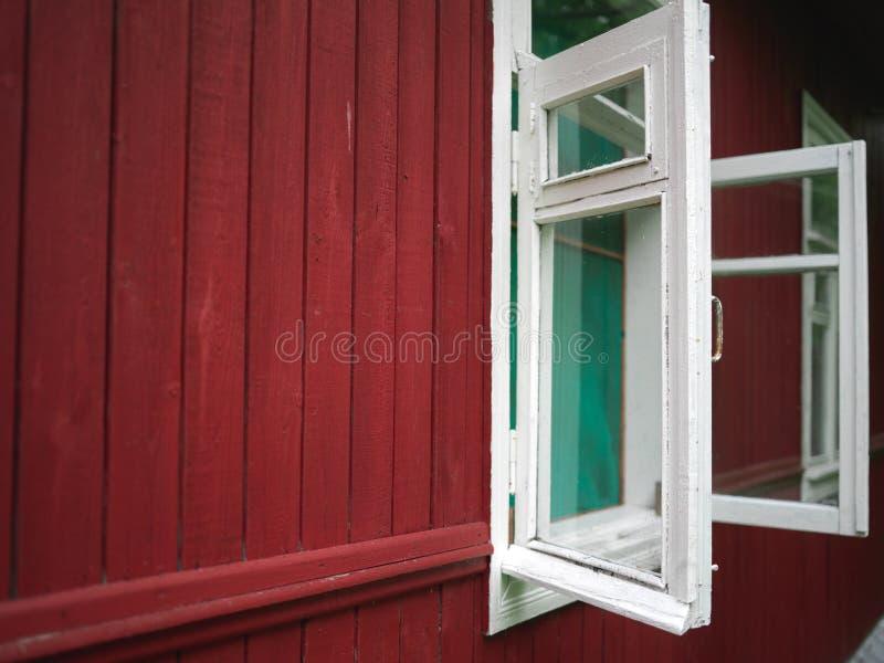 Широко открытые окна стоковое фото rf