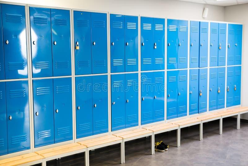 Шкафчики в комнате стоковые изображения rf