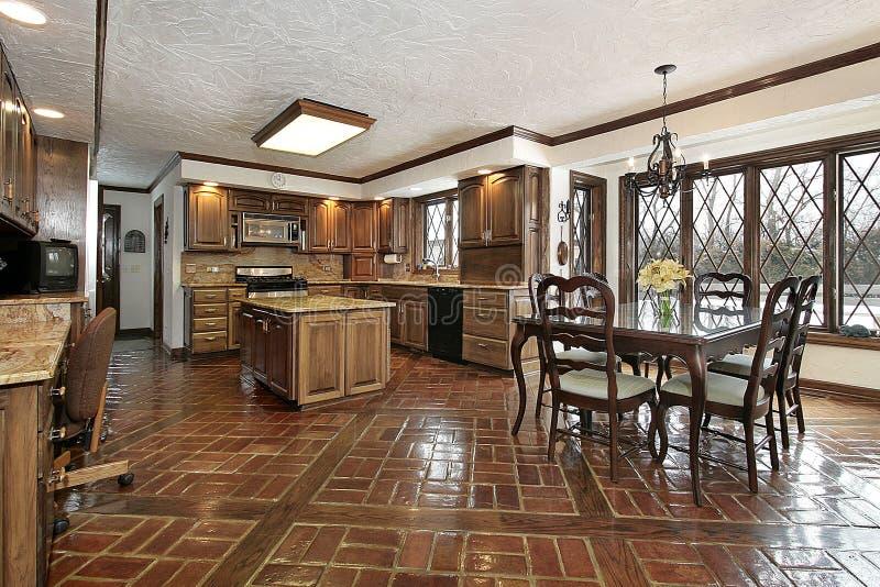шкаф зоны есть древесину кухни стоковое изображение rf
