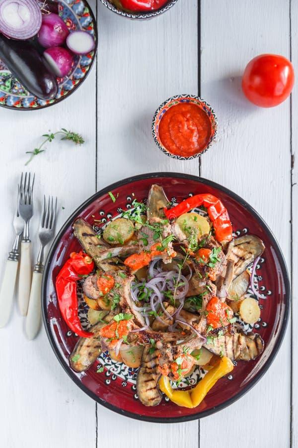 Шкаф овечки с картошкой томат и перцы, кухня turkih стоковая фотография rf
