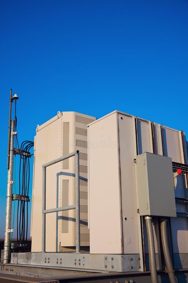 Шкаф радио на месте башни клетки стоковые изображения rf
