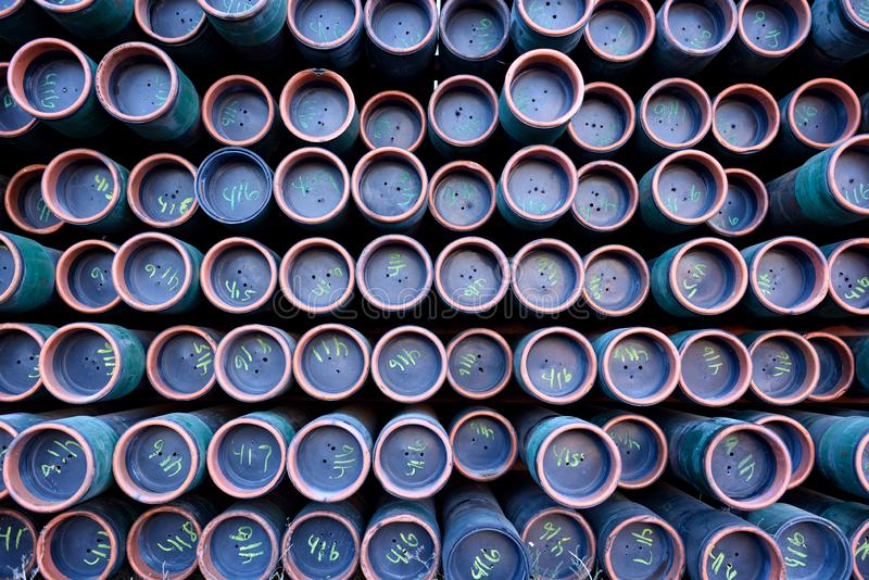 Шкаф труб металла утюга используемых для сверлить масла & газовой промышленности стоковая фотография