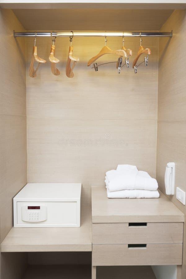 Шкаф Hotelroom стоковые фотографии rf