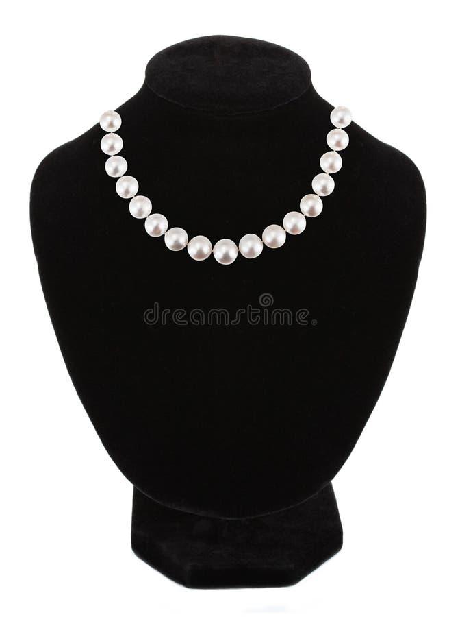 Шкентель с камнями самоцвета pearls на черном манекене изолированном на wh стоковое изображение