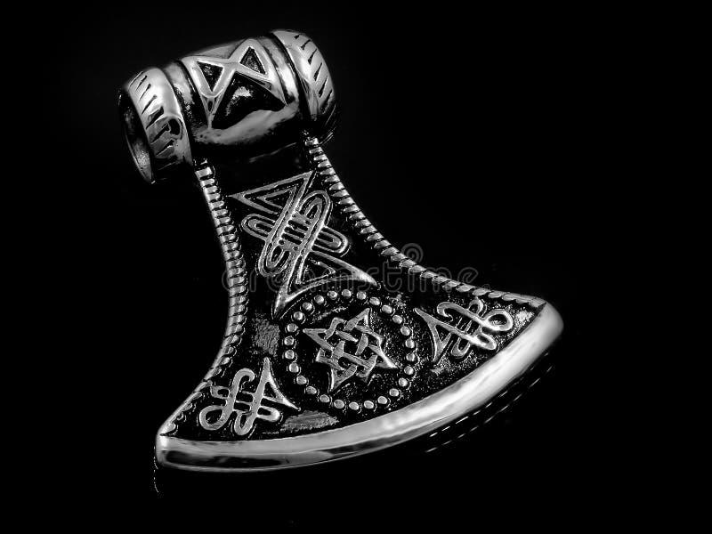 Шкентель ювелирных изделий для нержавеющей стали оси людей кельтской стоковые изображения rf