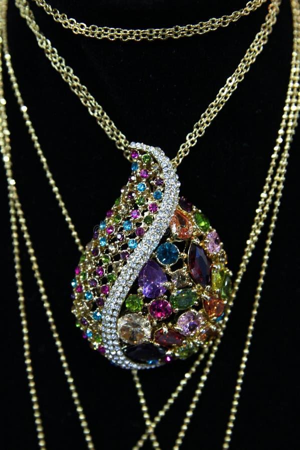 Шкентель ювелирных изделий с красочными камнями стоковое фото rf