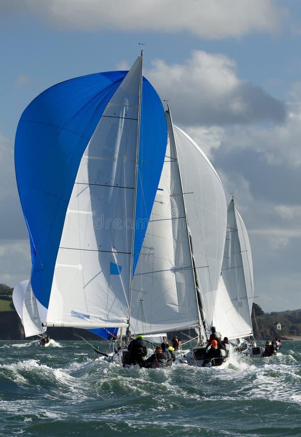 Шкипер на яхте на regatta стоковое изображение