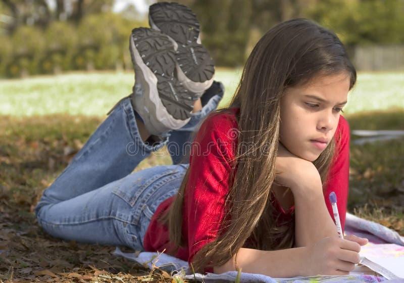 Download школа девушки стоковое изображение. изображение насчитывающей листья - 476679