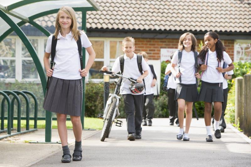 школа детей младшая выходя стоковые фотографии rf