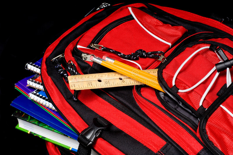 школа красного цвета backpack стоковые изображения rf