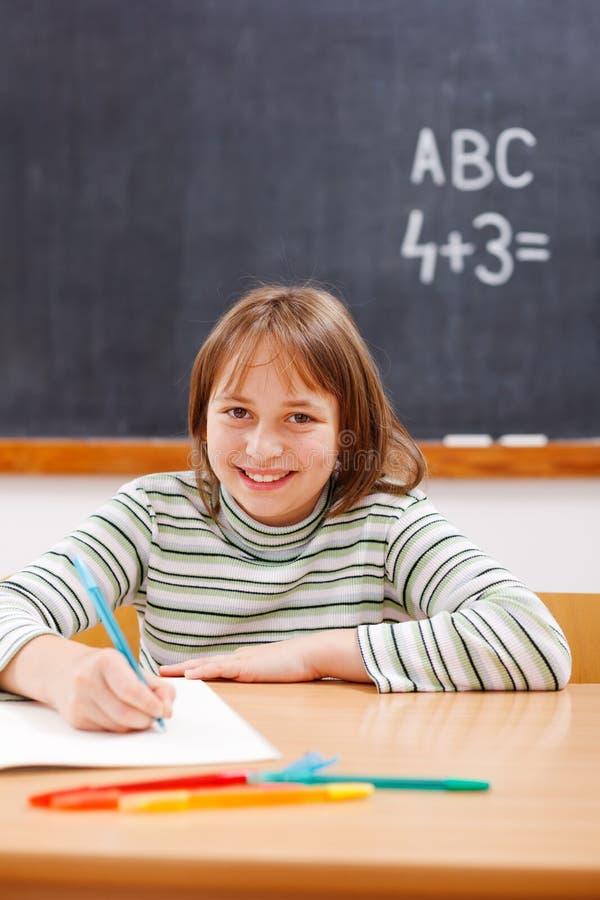 школа элементарной девушки практикуя стоковое фото rf