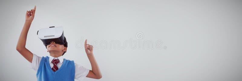 Школьник используя шлемофон виртуальной реальности иллюстрация штока