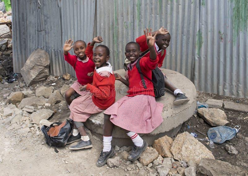 Школьники в трущобе Mukuru стоковое фото rf