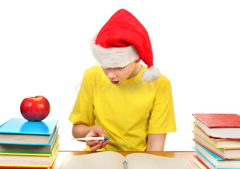 Школьник в шляпе Санты стоковое фото