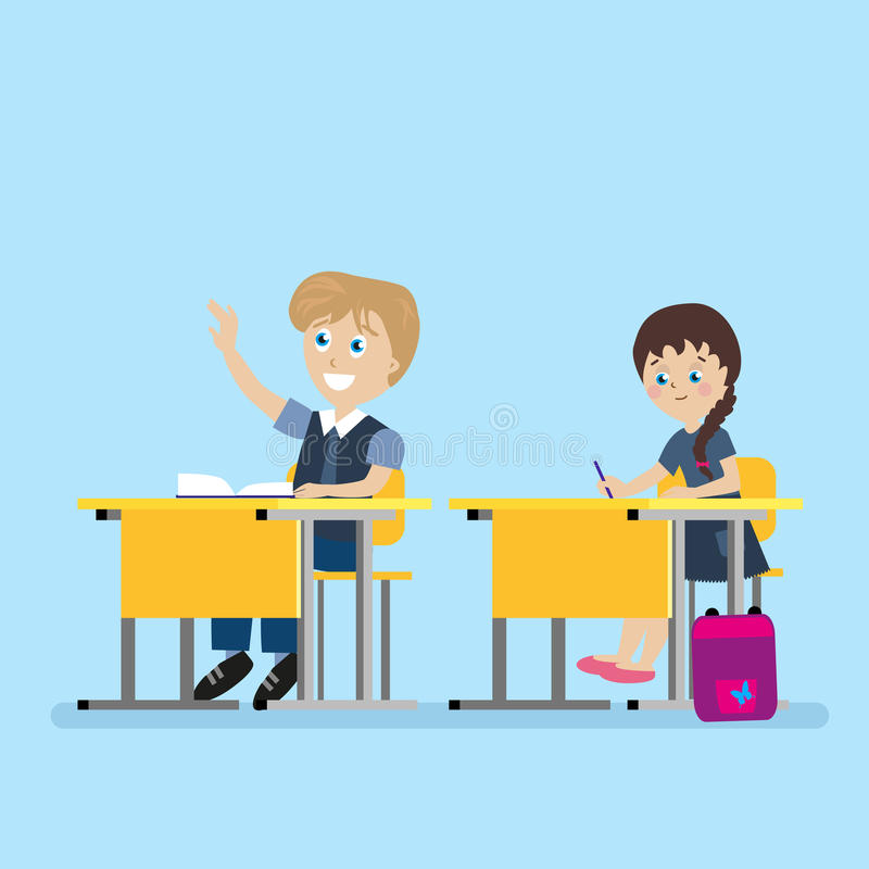 Школьник сидит на столе школы во время уроков Мальчик при его поднятая рука Учебный прочесс в школе плоско иллюстрация штока