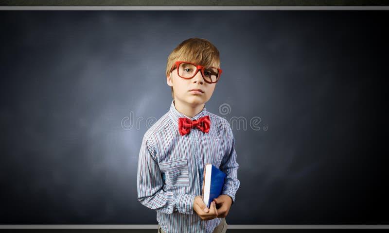 Download школьник франтовской стоковое изображение. изображение насчитывающей знание - 41651771
