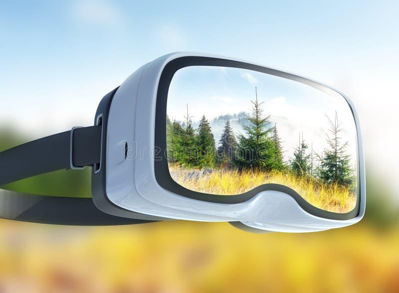 Шлемофон виртуальной реальности, двойная экспозиция, взгляд горных пиков весной стоковое изображение