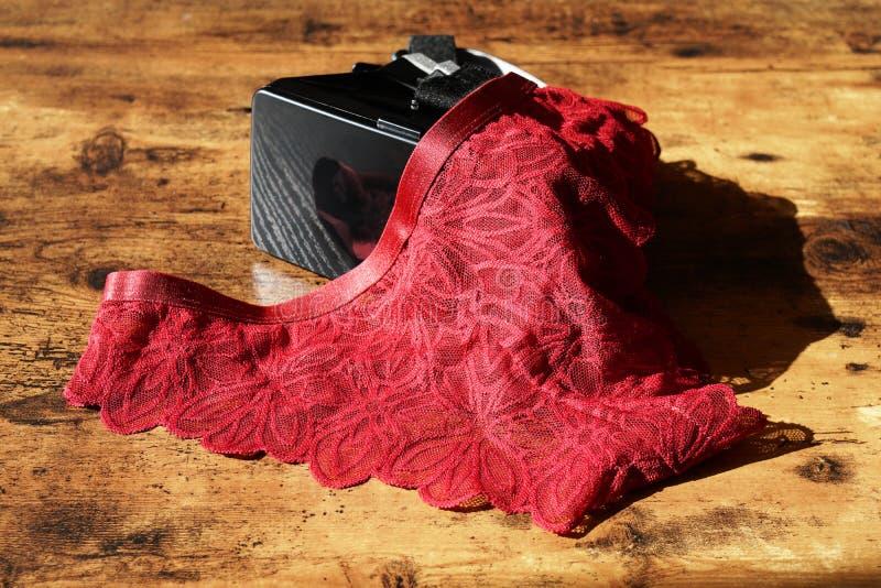 Шлемофон виртуальной реальности VR и нижнее белье женщин стоковое изображение rf
