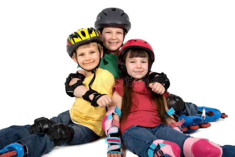шлемы 3 детей стоковое фото