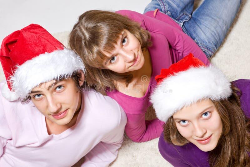 шлемы santa друзей подростковый стоковое изображение rf
